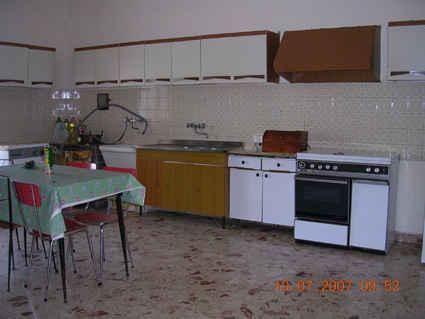 1697353-kitchen